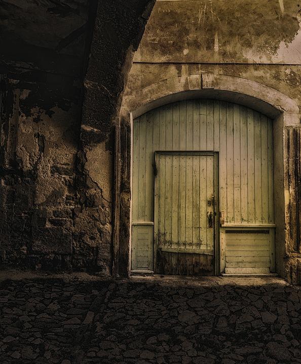 wooden-door-1599927_960_720